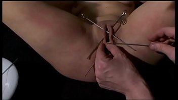 Рабыня целует ноги госпоже и выполняет все ее совращенные желания