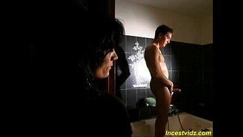 Японочка трахается с лысым парнем перед веб камерой