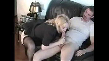 Обалденная молодая девчоночка трахнулась с пареньком в нахлобученную киску