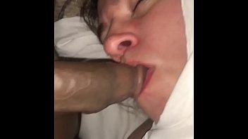 Домашний секс втроем с молодыми потаскушками