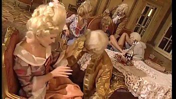 Две соблазнительные блондинки замутили секс с соседом