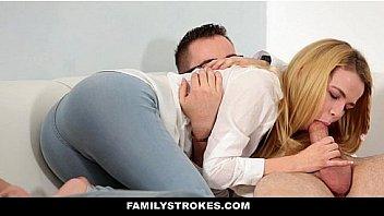 Две госпожи завели для себя одного раба, а теперь заставляют его чмокать промежности