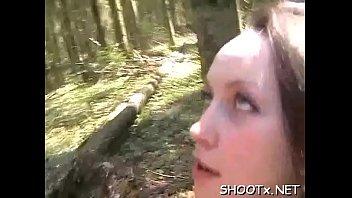 Худая сучка засветила анальное отверстие перед камерой покуда переодевалась