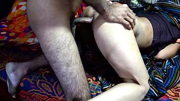 Девушка сношается с молодым перцем заместо домашних дел