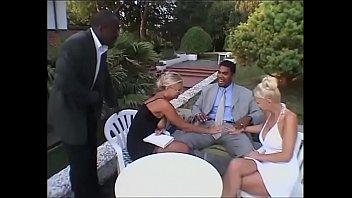 Русский культурист трахает свою худую женщину